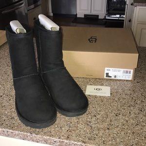 Size 8 Classic Short ll UGG boots